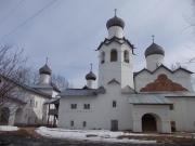 Старорусский Спасо-Преображенский мужской монастырь, впервые упоминается в Новгородской Первой летописи под 1192 годом.