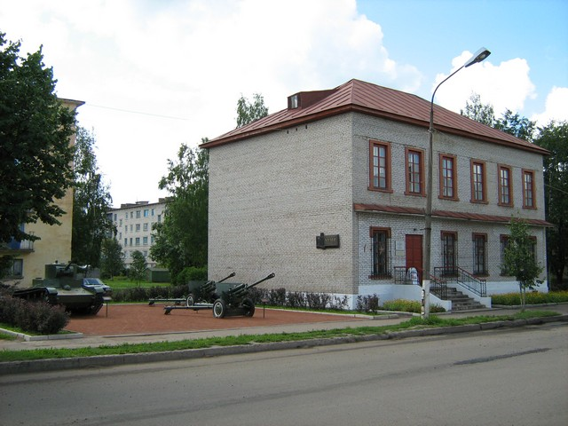Музей Северо-Западного фронта. Торжественно открыт 18 февраля 2003 г, в пятьдесят девятую годовщину освобождения Старой Руссы.