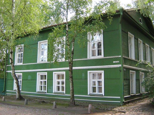 Дом-музей Ф. М. Достоевского. Достоевский жил в этом доме с 1872 по 1881 год. С 1968 года дом функционирует, как дом-музей.
