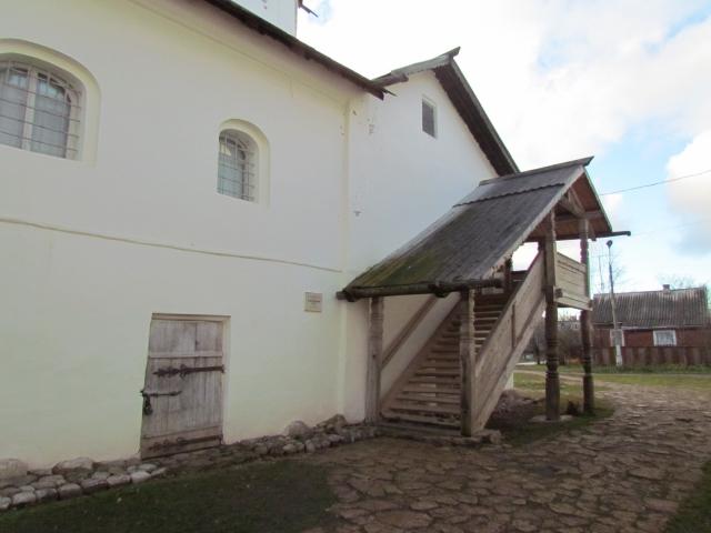 Старорусский краеведческий музей находится в помещениях бывшего Спасо-Преображенского XII века.